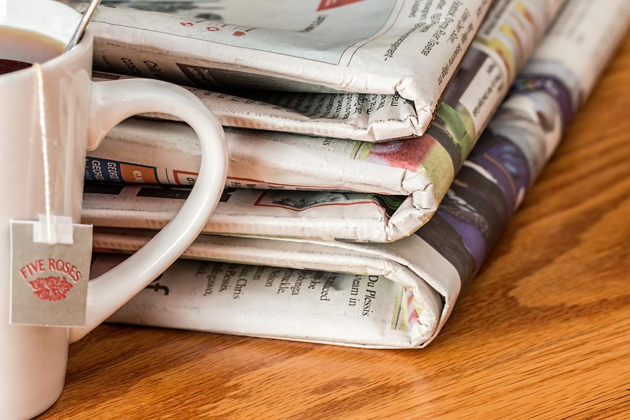 Los tabloides son un tipo de periódico impreso, aunque este no es su único uso que puede darse a este formato, el cual puede emplearse también para carteles.